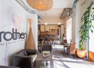 Nach Ihrem Besuch bei Coming Hooomm ein Kaffee im Rothen Café und Haarstudio!