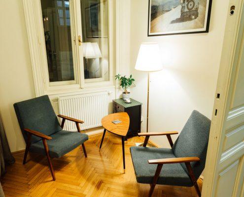 Unsere Sitzecke zum Warten, Chillen, Plaudern und mehr
